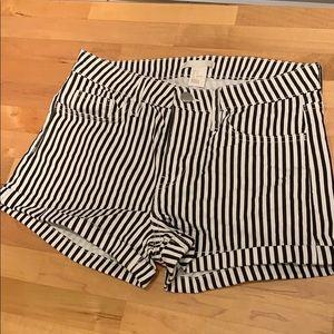 H&M black and white shorts
